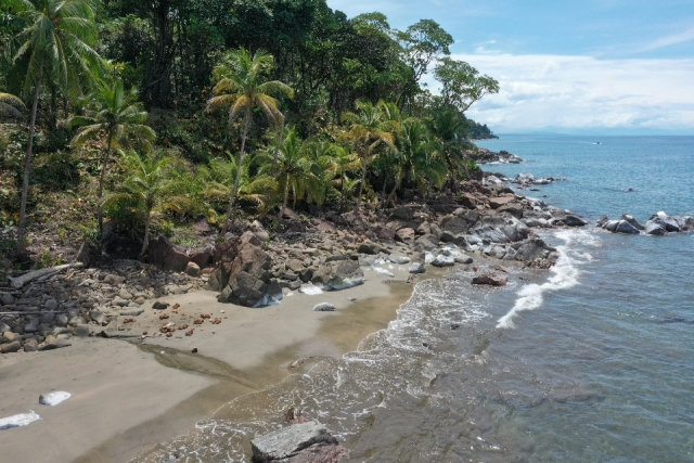 Caribbean beach ocean front lots in Panama for sale
